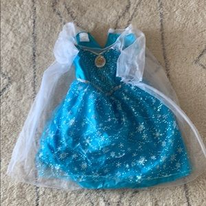 Elsa costume no size tag, about 5T